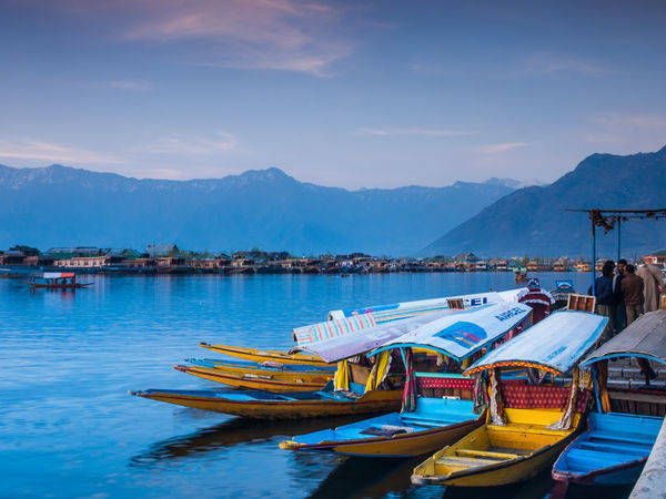 Jammu-and-Kashmir_Srinagar_Dal-Lake_The-beautiful-Dal-Lake-in-Srinagar