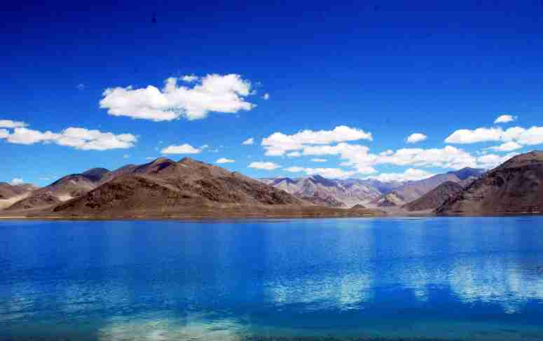 pangong-lake-wallpaper-hd-min