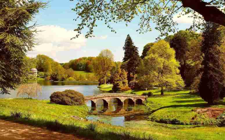 stourhead-garden-wiltshire-england-tree-bridge-lake-sky-cloud-min
