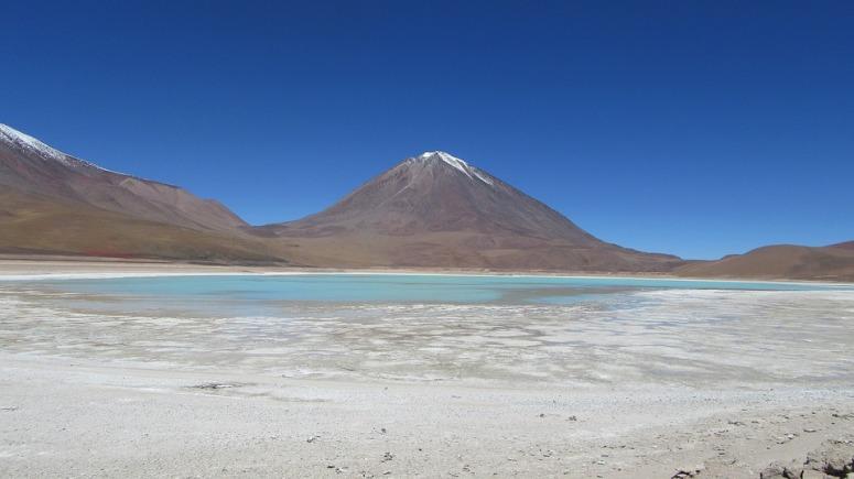 volcano-bolivia lagoon