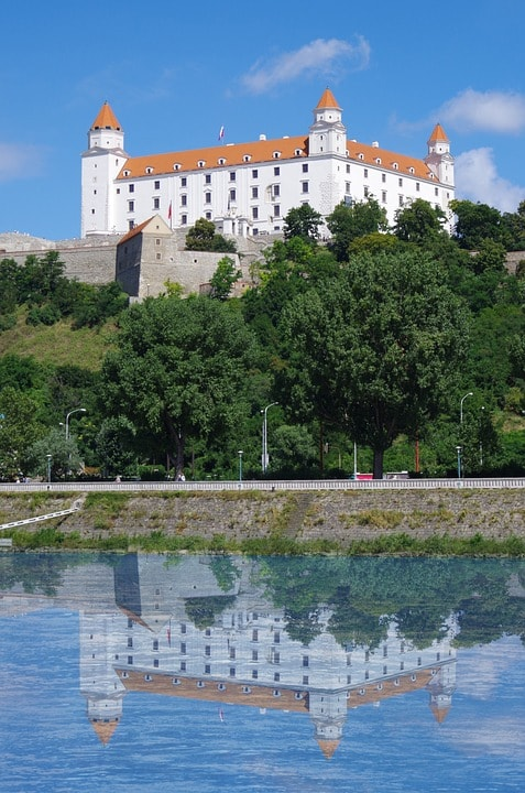 bratislava-1569287_960_720-min