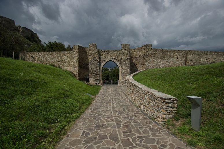 Castillo_de_Devin_Puerta-min