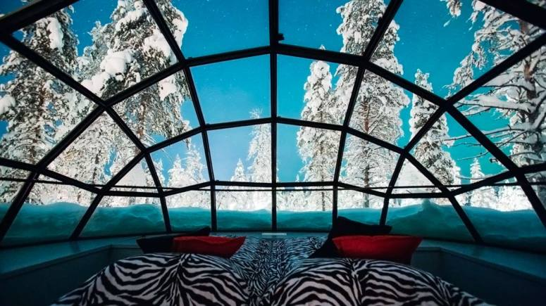 kakslauttanen_glass_igloo_inside_2_1366x768-min