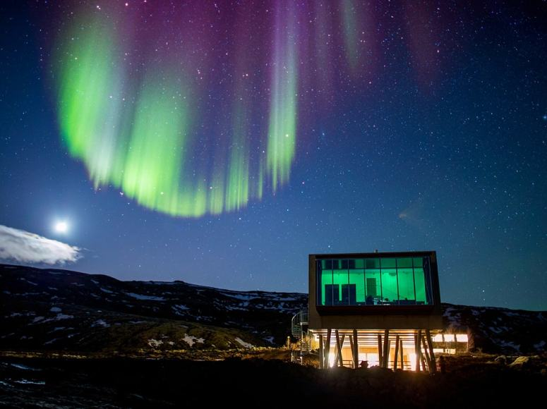 northern-lights-hotel-ion-iceland_67691_990x742-min