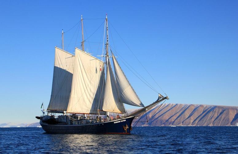 sailboat-459794_960_720-min