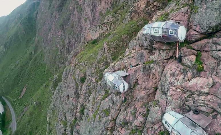 skylodge-adventure-suites-natura-vive-glass-pods-peru-designboom-07-min