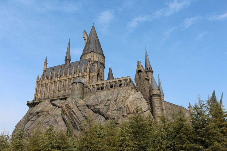 castle-1176423_960_720-min