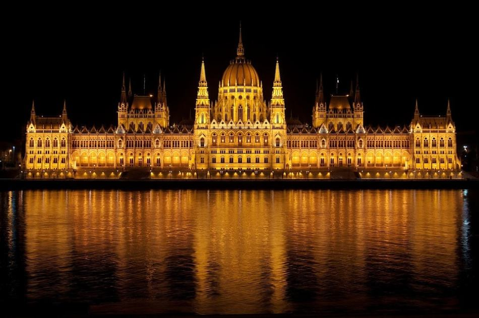 budapest-77610_960_720-min