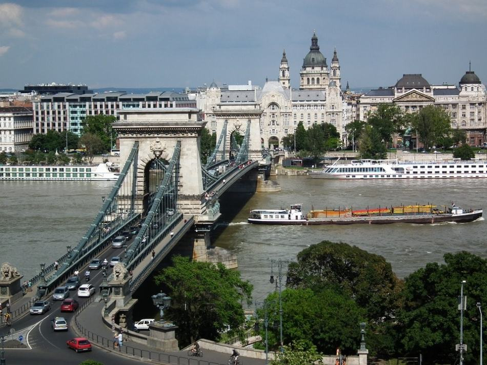 chain-bridge-budapest-1136124_960_720-min