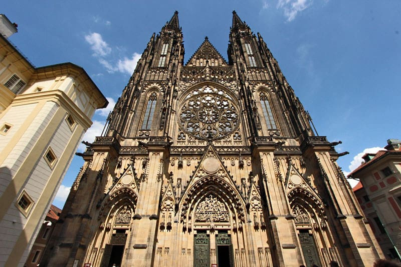 Czech-Republic-Prague-Castle-St-Vitus-Cathedral-L-min
