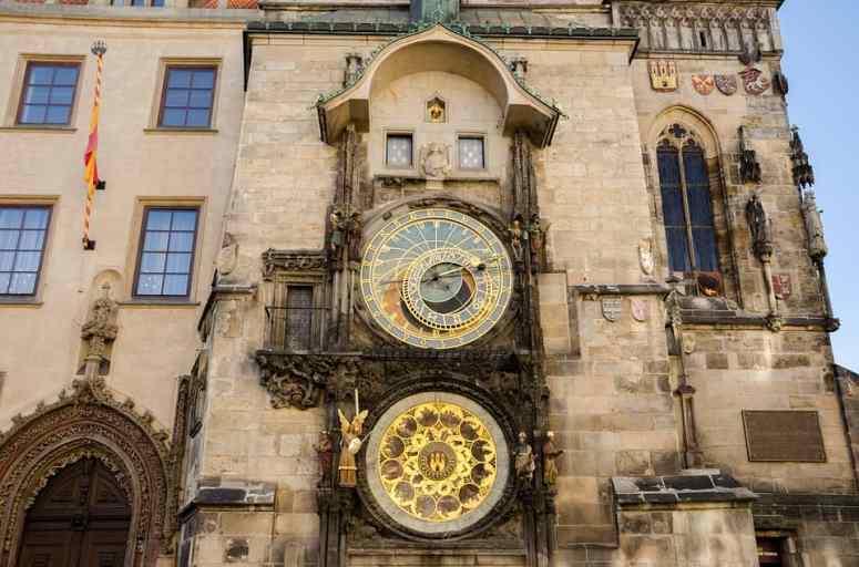prague-astronomical clock-min